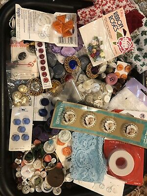 Vintage Lot Of Sewing Supplies / Old  Buttons /lace.