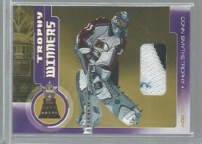 2001-02 Between the Pipes Trophy Winners #TW1 Patrick Roy 2 col jsy (ref37682)