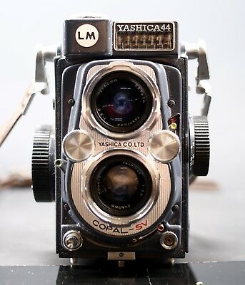 Vintage Yashica 44 Tlr Twin Lens Reflex Film Camera With Leather Case And Strap