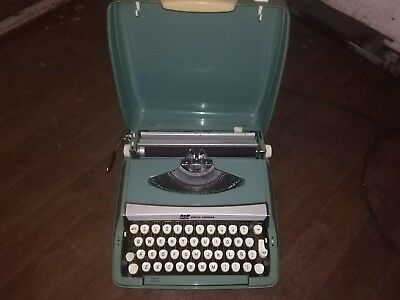 old 50s vintage typewriter SCM smith coriona corsair deluxe. England, pattD19753