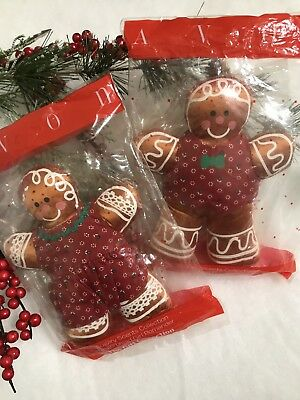 Avon NOS Scented Christmas Gingerbread Pair IOP
