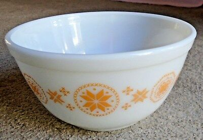 Vtg  Pyrex 402 Orange Yellow Town And Country Cinderella Nesting 1 1/2 Qt. Bowl