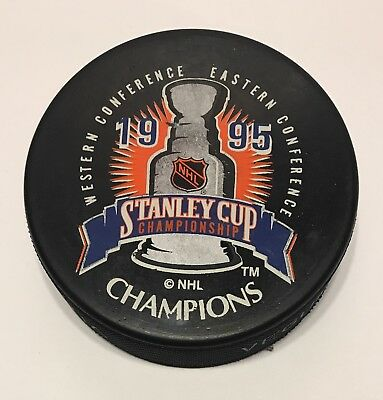546084400 New Jersey Devils 1995 Stanley Cup Champions NHL Hockey Puck Vegum Slovakia