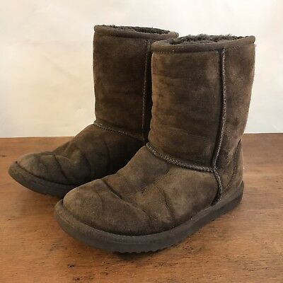 3bfa37f225a UGG AUSTRALIA CLASSIC Short Ankle Boots Suede Brown #5825 Womens Size 6