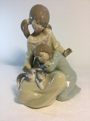 Lladro Figurine 1534 Little Sister, Mint, Retired, Girl, Cat