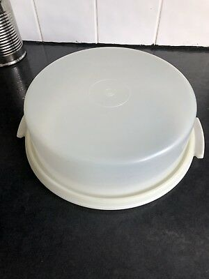 Tupperware Vintage Cake Taker Container with lid/tray.