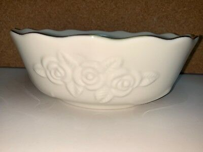 """LENOX Ivory & 24K Gold Trim """"ROSEBUD COLLECTION"""" Candy Dish Berry Bowl 5 1/2"""""""