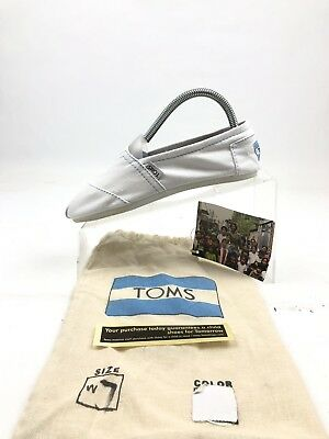 Authentic Womens Toms Classic Canvas white Slip Ons size 7
