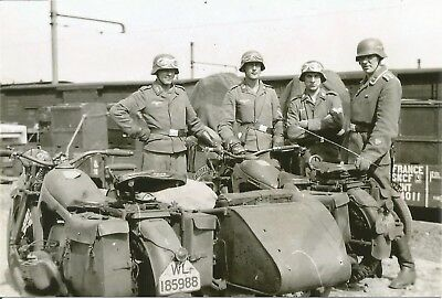 WW 2 ~ German Photo   ~~    Soldier`s With Motorcycles Sidecars