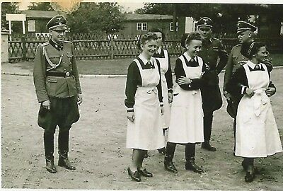 WW 2 ~ German Photo   ~~     Officers With Females