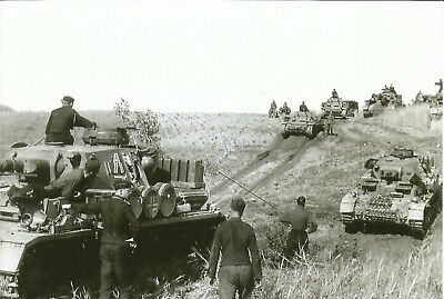 WW 2 ~ German Photo   ~~        Panzer Tanks On The Move * Extra Gas Cans *