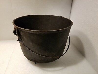 Vintage Pot Antique Three Leg Cast Iron Bean Pot Cowboy Kettle Nice, mark 8 AD