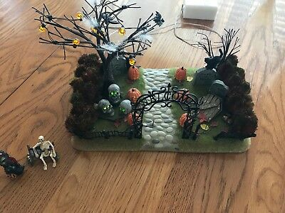 Dept 56 Lighted Halloween Haunted Front Yard