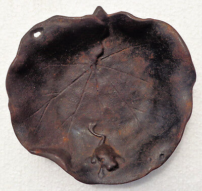 GIAPPONE (Japan): Old Japanese iron tray (ashtray bowl) with frog - signed