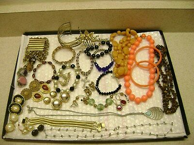 VINTAGE NICELOT OF55 PIECES JEWELRY MIXED BRANDSEstate