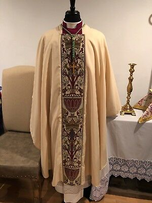 Bishop Or Priests Ivory & Red Coronation Tapestry Chasuble & Stole