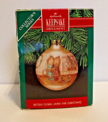 Vintage 1990 BETSEY CLARK: HOME FOR CHRISTMAS Glass 5th with box