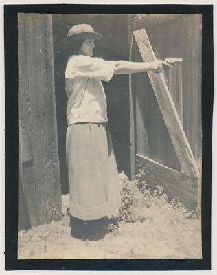 KILLER AIM FARM Woman POINTS REVOLVER GUN in PROFILE vtg 20's SNAPSHOT photo