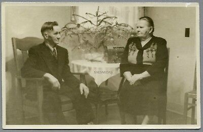 #760 Ma & Pa Kettle Types at Christmas, Old Man & Woman, Tree, Vintage Photo