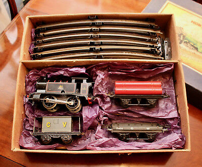 A Splendid Antique Hornby Meccano Clockwork Train Set 82011, Box & Orig. Key