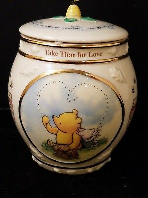 """Disney Classic Winnie The Pooh 2000 Porcelain MUSIC BOX With LID 3 3/4""""h"""
