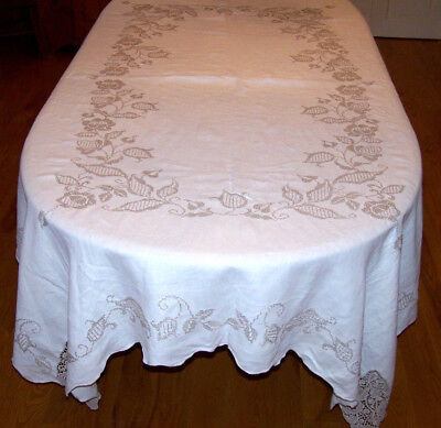 ELEGANT VINTAGE EMBROIDERED LINEN TABLECLOTH, LACE INSERTS, FLORAL DESIGN, c1950