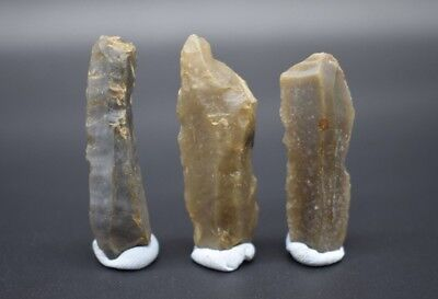 Group of 3 Neolithic geometric flint microlith kn1fe segments C. 4500 - 2500 BC
