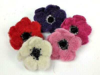 Needle Felting Kit by The Makerss  - Flower Brooch - makes 5 pretty brooches