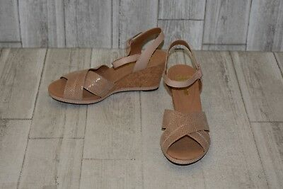 0214c549953 CLARKS WEDGE SANDAL Women s 10M Tan Leather Ankle Strap Cork Heel ...