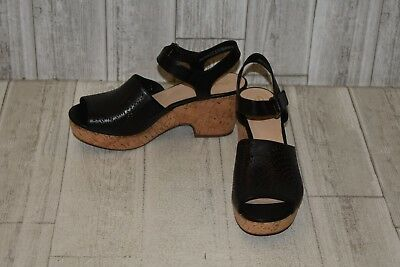 d1408d282691 CLARKS WOMEN S MARITSA Nila Black Leather Wedge Sandal 26132121 ...
