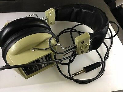 Vintage Retro REALISTIC Tandy 16 Stereo Headphones 8 Ohms (9A-DS002)