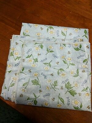 """Longaberger 36"""" Square May Series Daisy Fabric Table Overlay"""