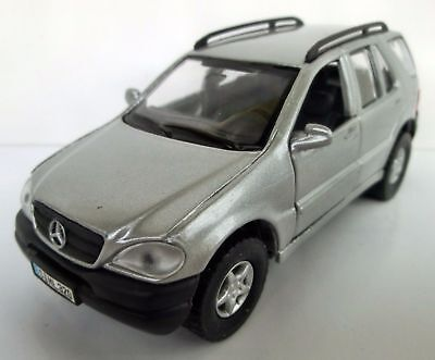 Maisto Mercedes Benz M-Klasse ML 320 1998, M 1:41