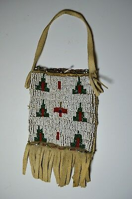 Fine Native American Indian Plains beaded pouch Sioux