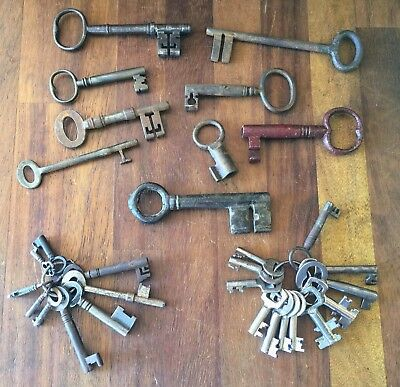 Collection of Vintage / Antique Keys including Unusual Bronze - Ideal Steampunk
