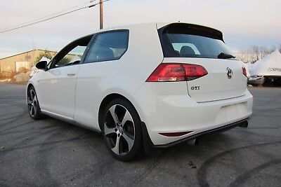 2016 Volkswagen Golf GTI SE 2016 2 door GTI SE 6 Speed manual sunroof.