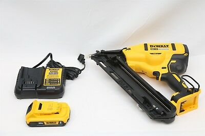 DeWalt DCN650 20 Volt Li-Ion Brushless 15GA Angled Finish Nailer Kit