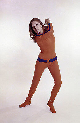 or. Farbfoto Diana Rigg Emma Peel Avengers Karate Studio München James Bond 1969