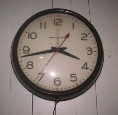 Vintage General Electric Industrial/school Wall Clock In Great Working Condition