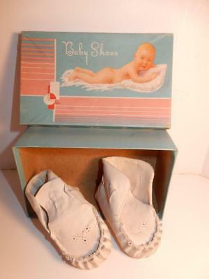VINTAGE 1940s BABY WHITE LEATHER SHOES OR FOR DOLL IN BOX