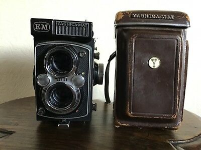 Vintage TLR YASHICA MAT EM 3.5 / 80mm camera in case