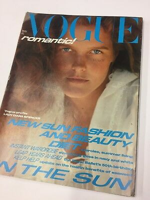 Classic Fashion * * Vintage Vogue 1981 May  * * Retro collector's item