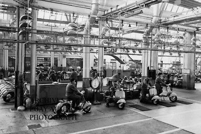 Vespa scooter production 1950 factory photo press campaign - motorcycle photo