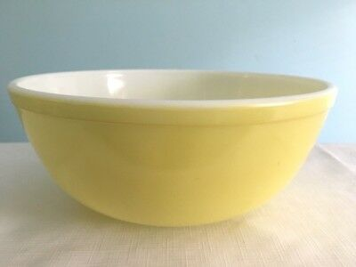 """Vintage Pyrex Yellow Large Mixing Bowl 10 3/8"""" Excellent FREE Shipping"""