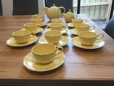 1950s Vintage China Tea Set. 10 Cups & Saucers, Tea Pot, Sugar Bowl & Creamer.