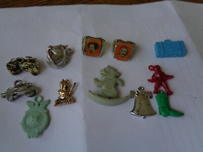 Vintage CRACKER JACK BUBBLE GUM VENDING PLASTIC CHARMS LOT CURLY LARRY RINGS
