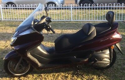 Scooter Yamaha YP400 motorcycle
