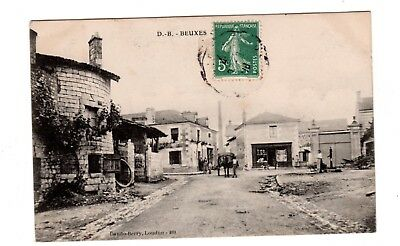 CPA 86 - Beuxes - une place , attelage