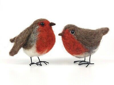 Needle Felting Kit by The Makerss - Robin - makes 2 chirpy robins with legs