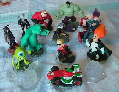 Disney Infinity  Bundle (12 Figures, 2 Playset Pieces )